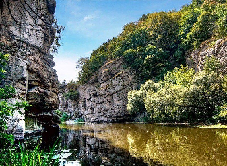 Букский каньон - это каменные берега возрастом порядка 2 миллиардов лет