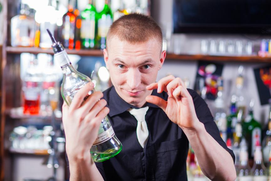Бармены - профессиональные психологи и пьяницы в одном лице