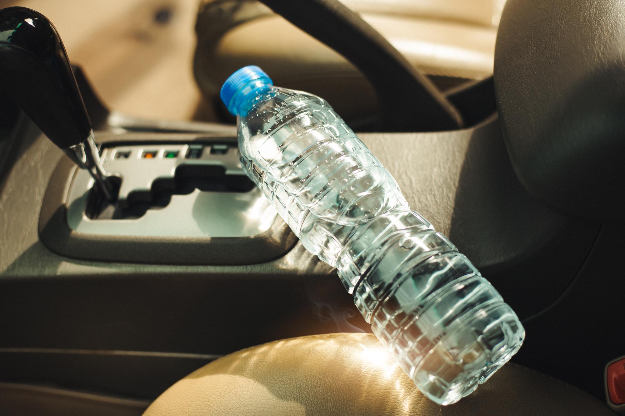 При нагреве из пластика в воду могут выделяться вредные вещества