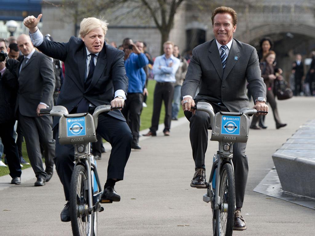 Крутить педали на работу не стесняются даже Джонсон и Шварценеггер