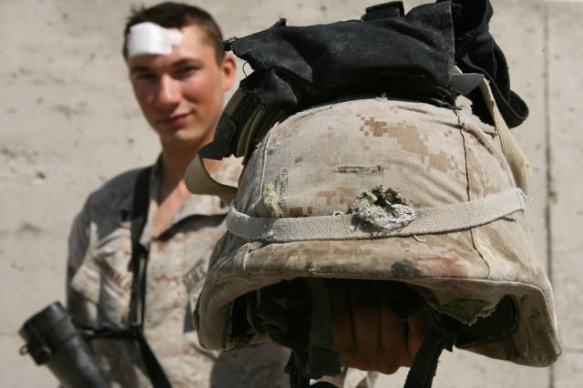 Enhanced Combat Helmet выдерживает попадание пули