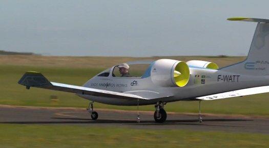 Электрический учебный самолет