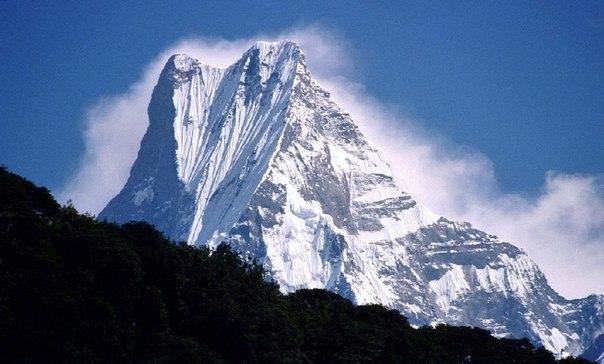 Гашербрум — многовершинный горный массив хребта Балторо Музтаг в Каракоруме, состоящий из 7 вершин