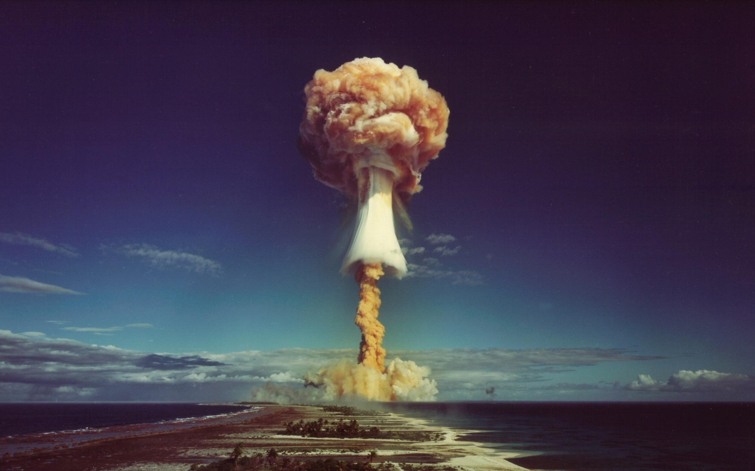 Если бы не Октябрьская революция, первая атомная бомба появилась бы в России
