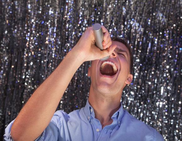 Пение укрепляет мышцы мягкого неба, верха горла, и препятствует храпу