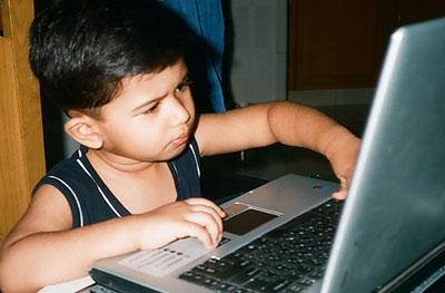 С ранних лет Шофай увлекался компьютерами
