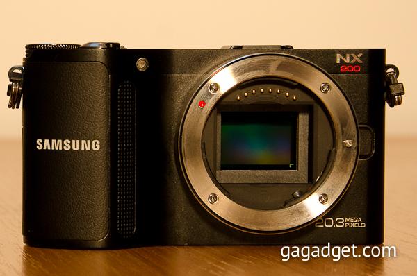 Внутри тонкого корпуса Samsung NX200 скрывается новая 20-мегапиксельная матрица формата APS-C