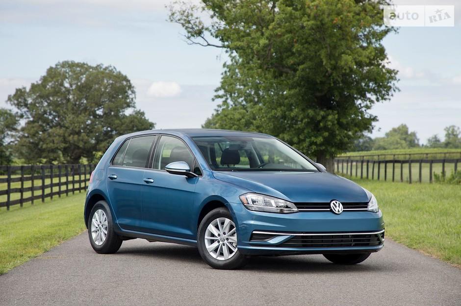5. Volkswagen Golf (672 023 проданных авто)