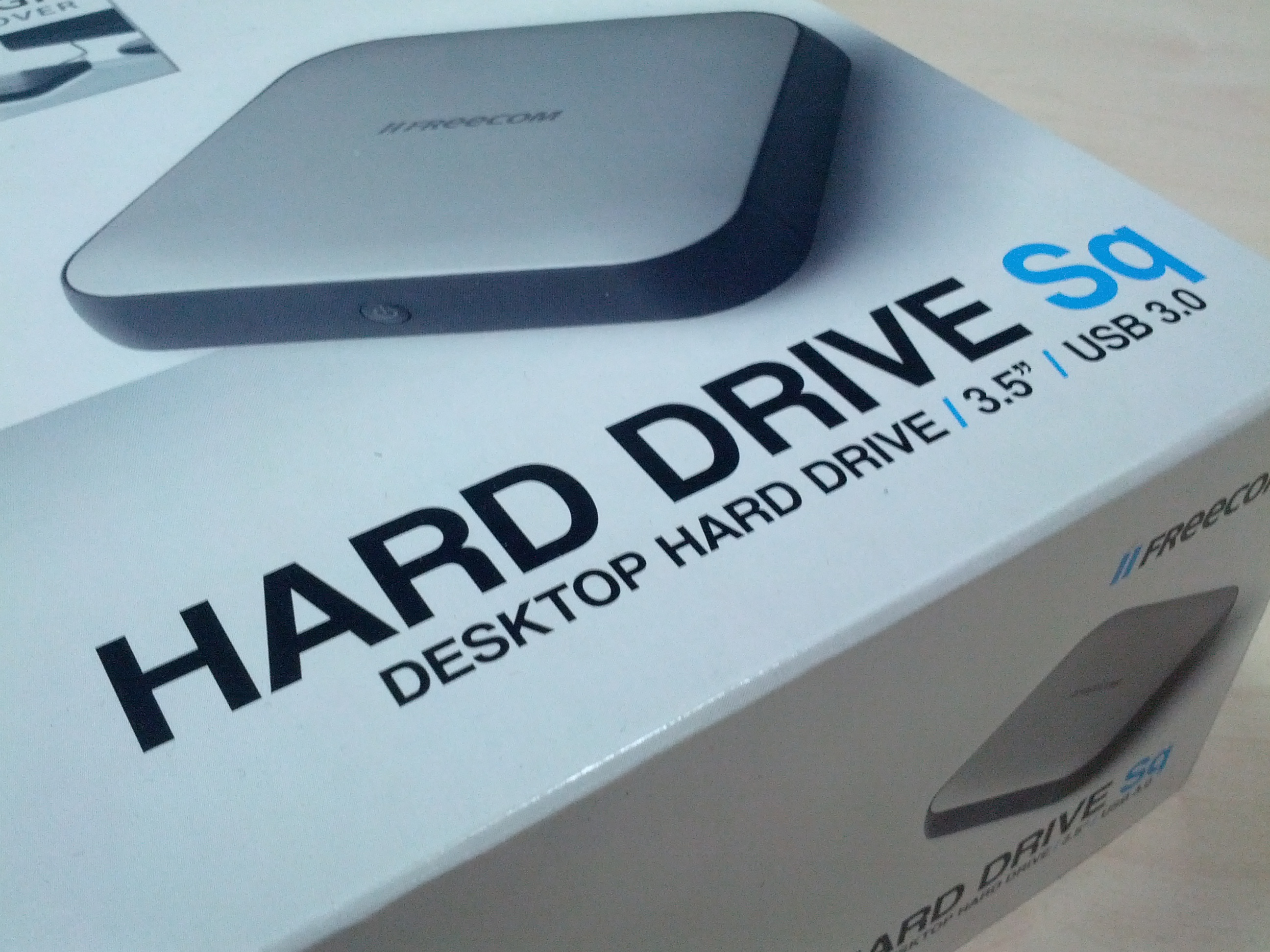 Внутри 3,5-дюймовый жесткий диск, поддерживает USB 3.0