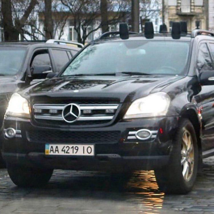 Госохрана передвигалась на Mercedes GL