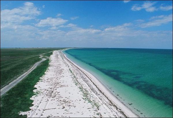 Кинбурнская коса — песчаный пляж, чистое море и бескрайние степи