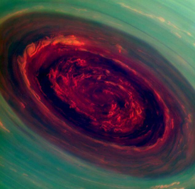 Шторм на Сатурне похож на розу