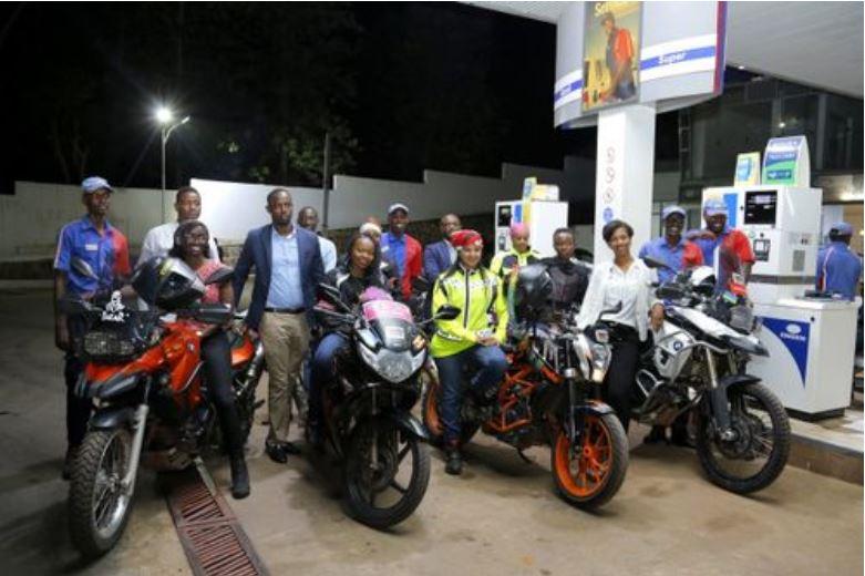 В Кении пропагандой соблюдения ПДД занялись местные чернокожие девушки-байкеры.