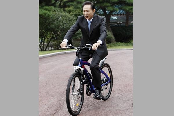 Ли Мен Бак, бывший президент Республики Корея