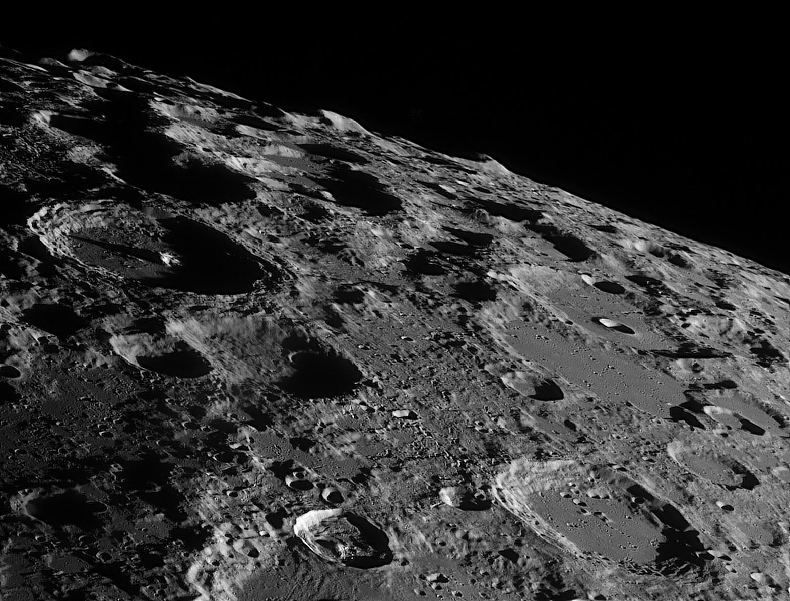 Скоро на Луне не останется свободного метра