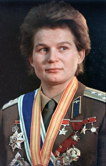 Женщина-генерал ответила на вопросы на пресс-конференции в Звездном городке