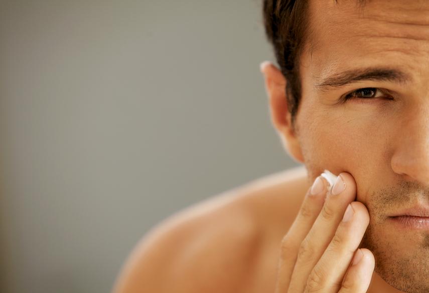 Постоянная забота о коже лица помогает выглядеть моложе