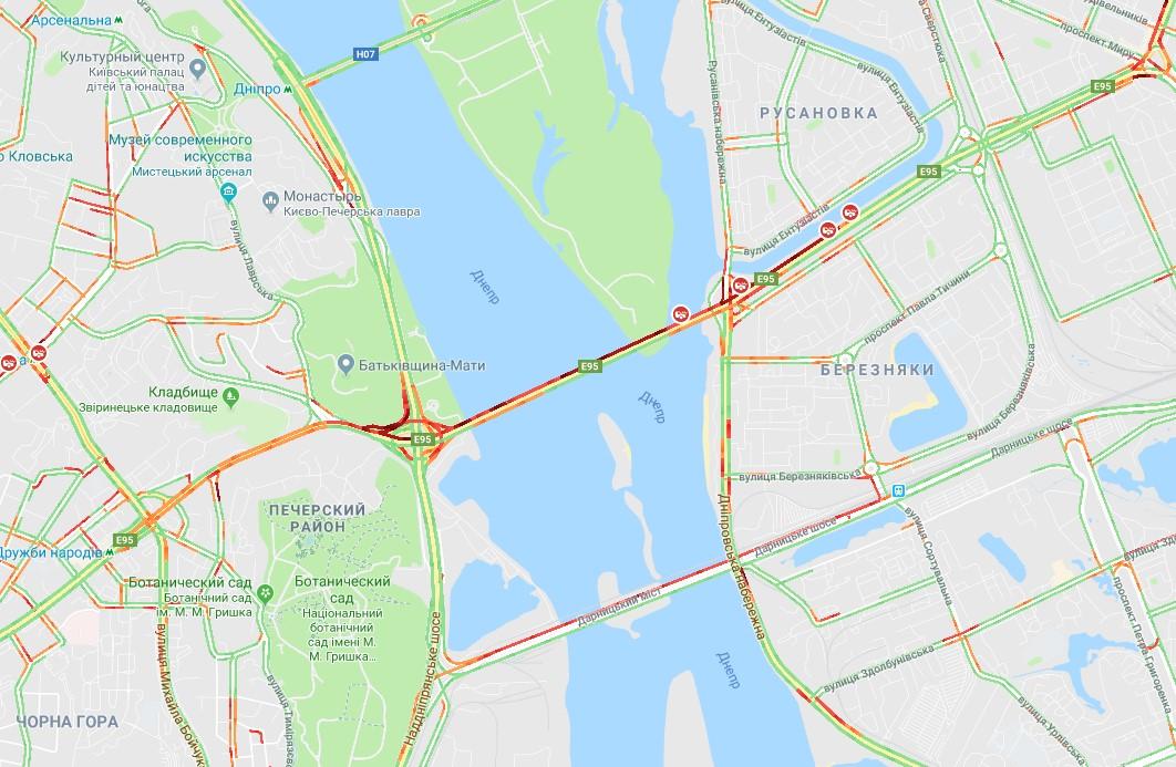 Уже в первый день перекрытия моста Патона ситуация на дорогах сильно усложнилась