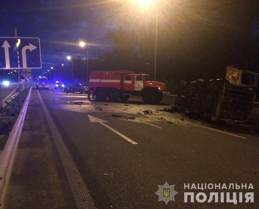 В авто находилось 9 солдат контрактной службы Вооруженных сил Украины