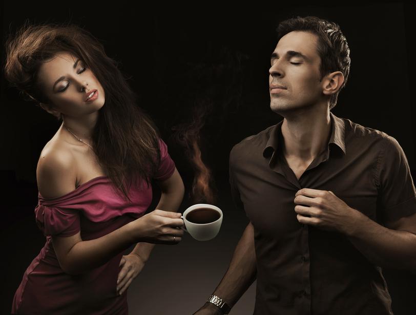 Кофе - отличный повод познакомиться с красавицей