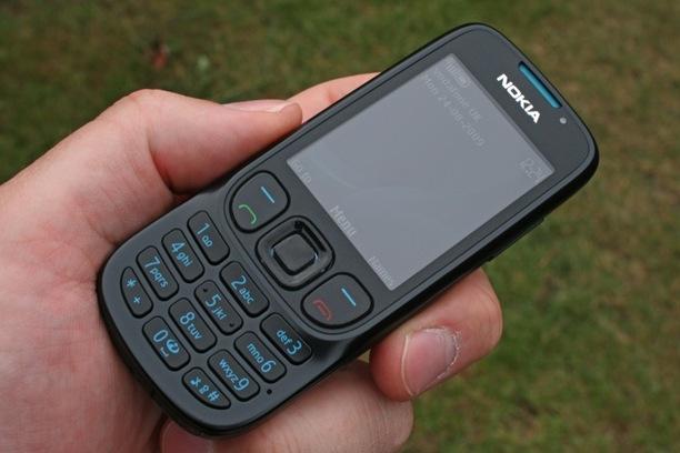 Шестое место за еще одним новичком — Nokia 6303 Classic.