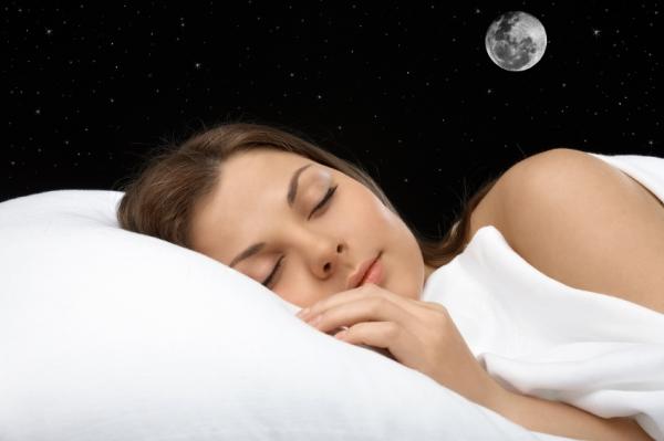 Во время сна в полнолуние мозг весьма чувствителен к посторонним звукам