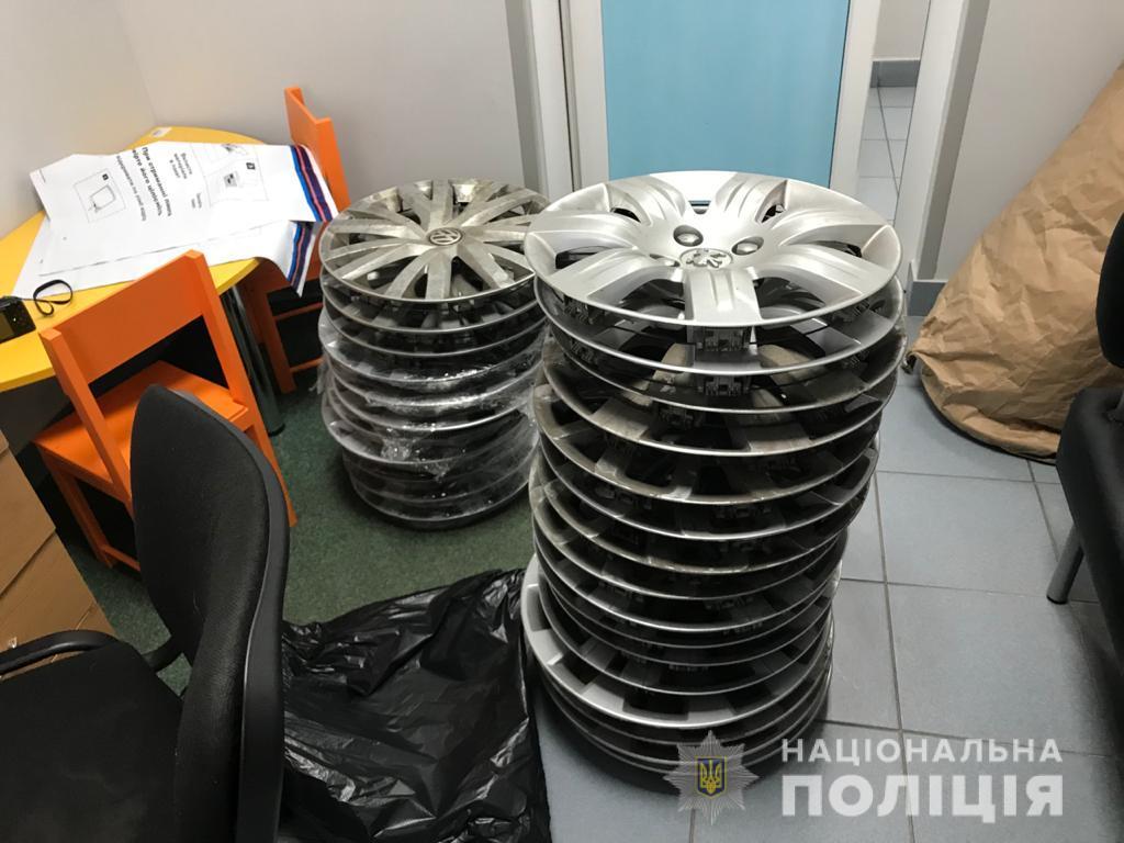 К моменту задержания похищенные колпаки автомобильных дисков он успел продать, но полиция нашла и вернула владельцам