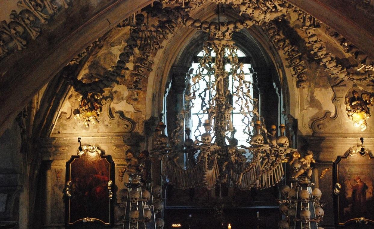 Князь Шварценберг отличился своей любовью к костям трупов, хранившихся у него в подвале