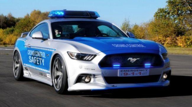 Ford Mustang - авто полиции