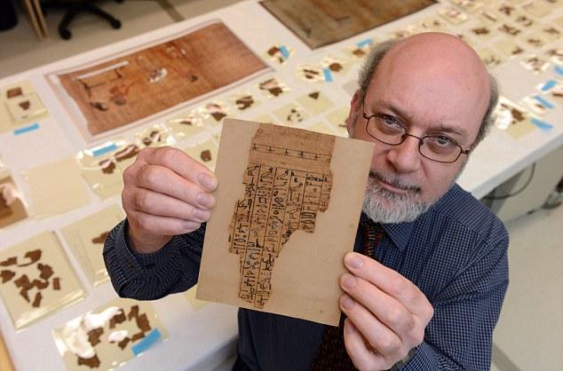 Джон Тейлор надеется узнать, какие тайны хранит в себе мистическая рукопись