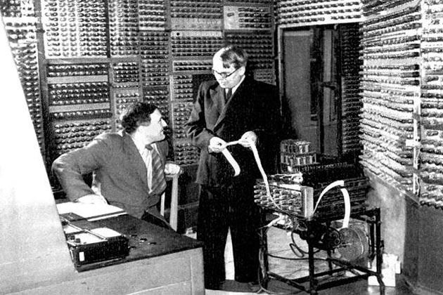 Малая электронно-счетная машина.
