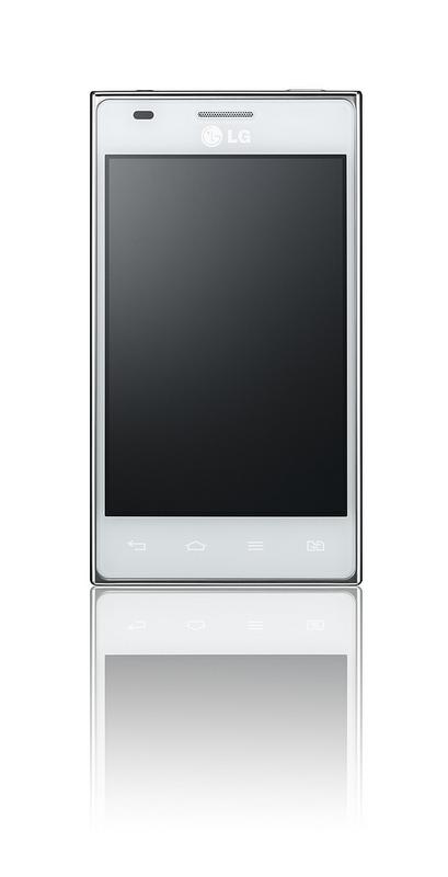Есть как черная, так и белая версии LG Optimus L5 Dual Sim