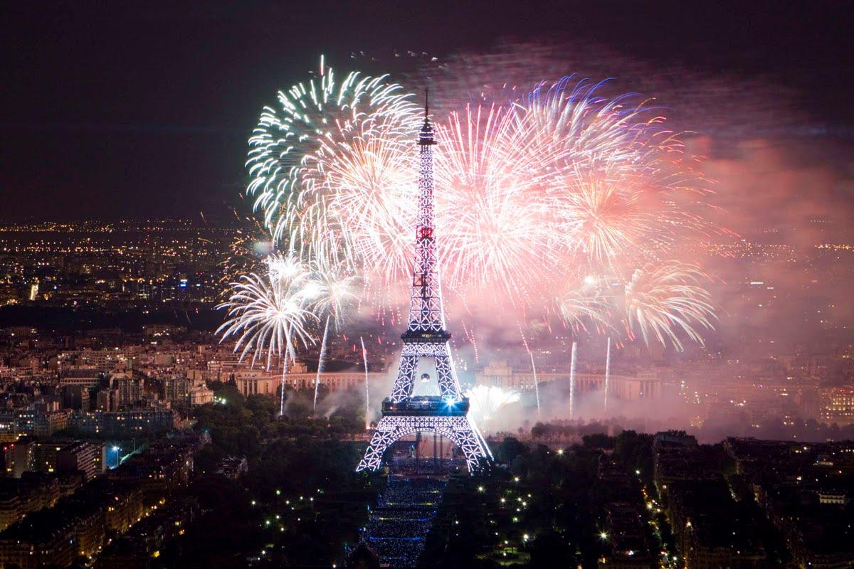 Где отметить Новый год и Рождество? Тонко намекаем: Эйфелева башня