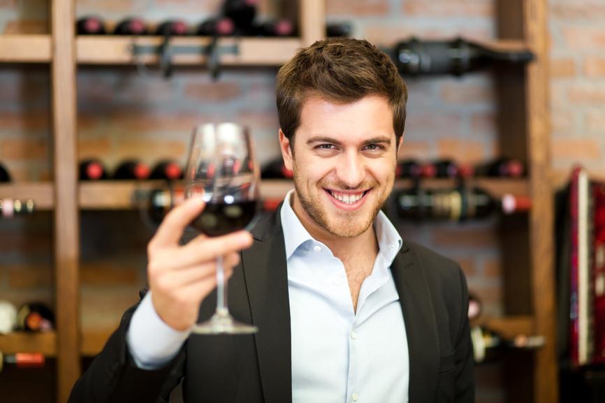 Уметь открыть вино без штопора - долг каждого мужчины