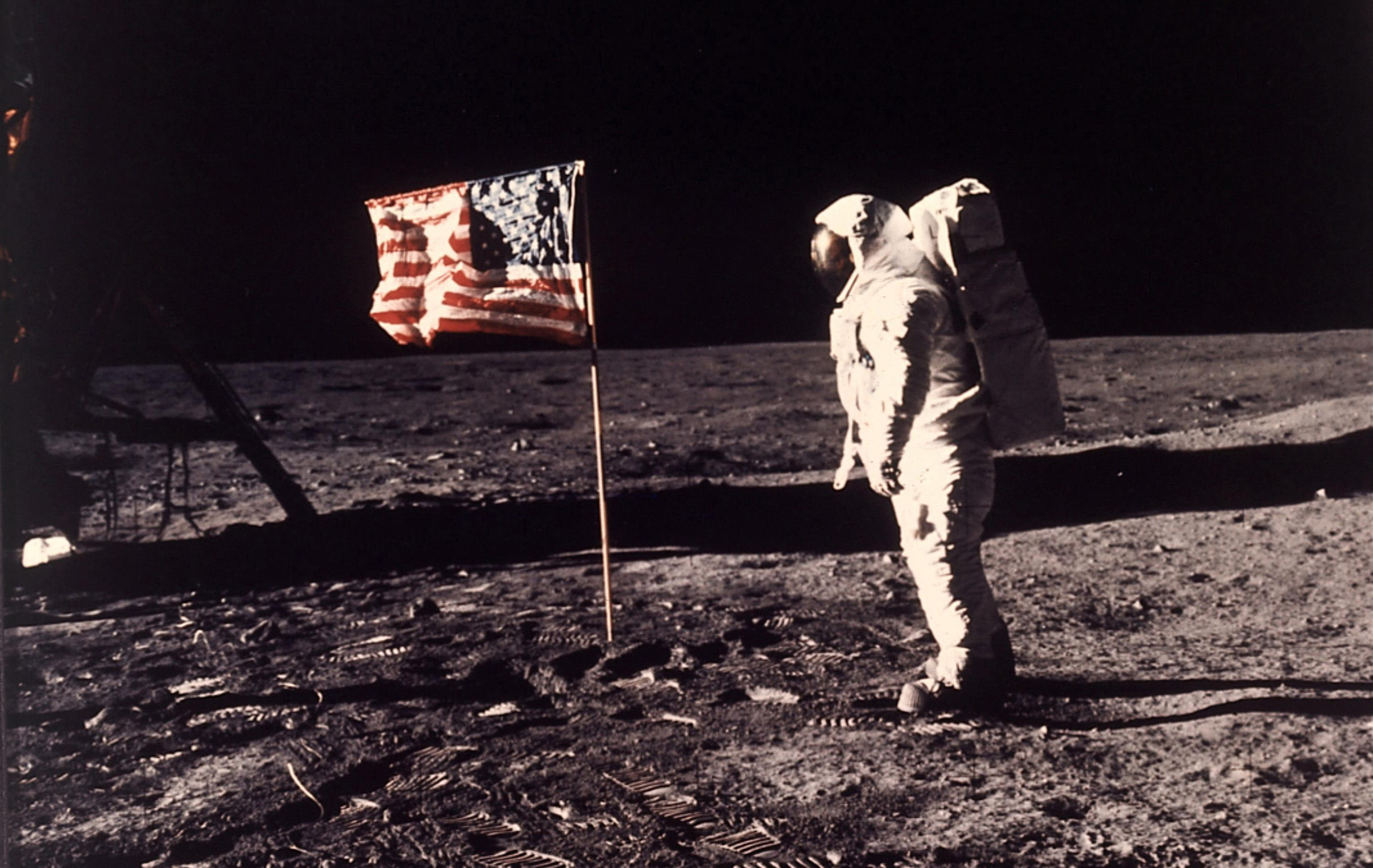 a history of neil armstrong and buzz aldrin landing on the moon How buzz aldrin's communion on the moon was hushed up buzz aldrin stands on the moon, with astronaut neil armstrong and lunar module reflected in history.