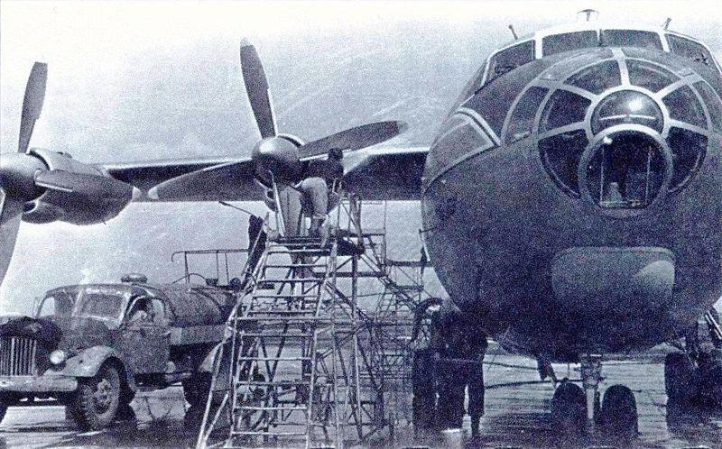 Ан-10А развалился в воздухе