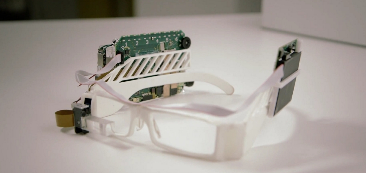 Первый прототип Google Glass
