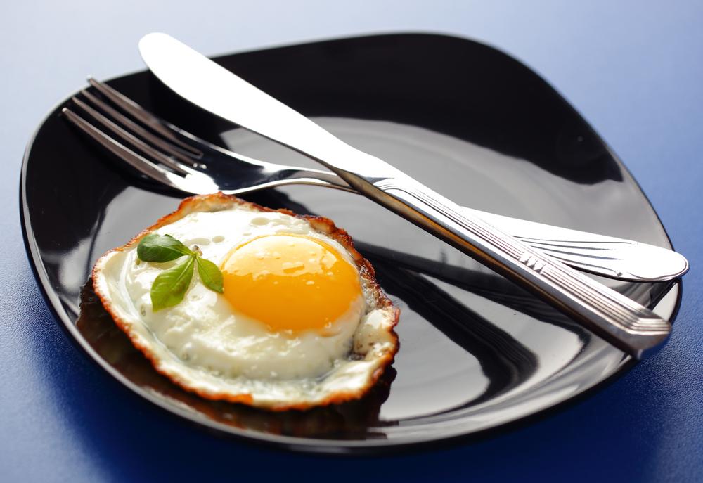 Съесть яичницу перед пьянкой советуют даже тучным британцам