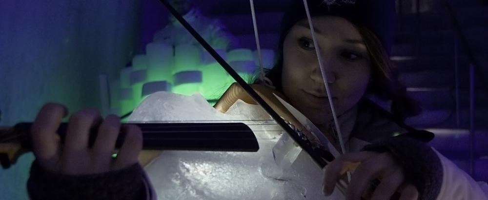 Швед создает музыкальные инструменты из льда