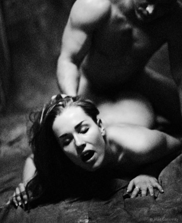 Секс в черно белом фото