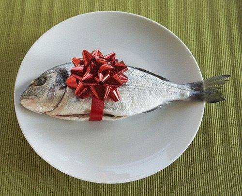 что подарить человеку который любит рыбалку