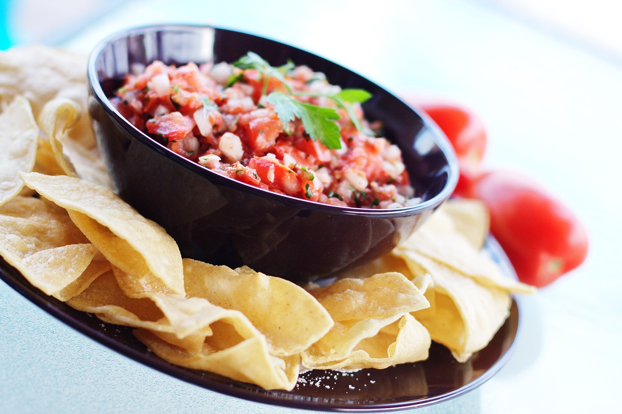 foods of mexico salsa Salsa makes a healthy dip for raw veggies such as cauliflower, carrot sticks, celery, cucumber slices, etc pour salsa over beans and rice for authentic flavor stir a teaspoon of sour cream, yogurt or cream.