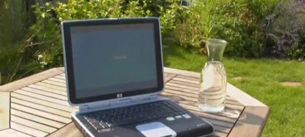 Водонепроницаемый ноутбук не боится ничего