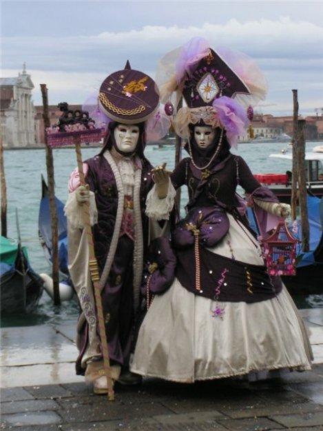 Истоки венецианского карнавала. лежат в древних римских