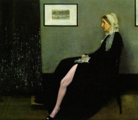 Особенностью платья был длинный разрез от бедра до пола, через который...