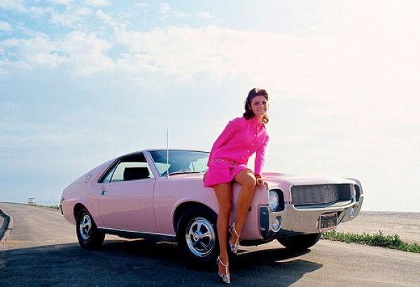 Фотографии с ретро девушками из Плейбоя и ретро автомобилями, прикольная...