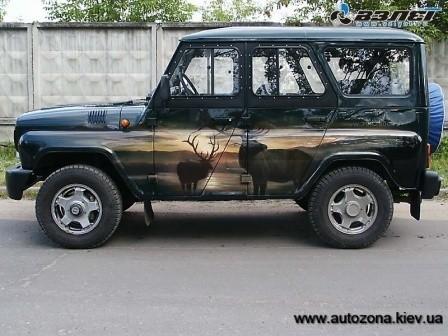 Автомобиль УАЗ с аэрографией.