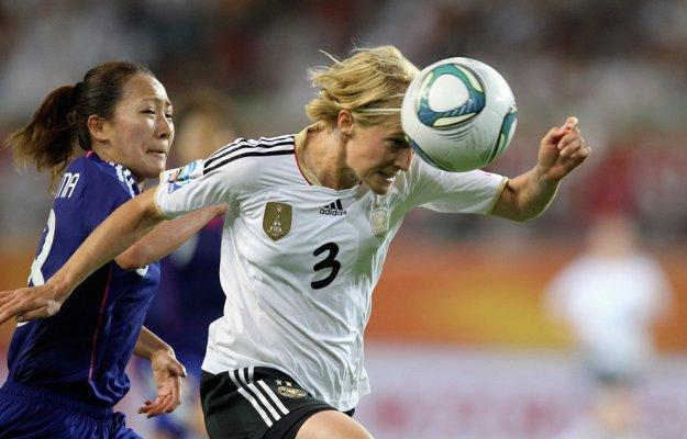 Игра головой в футболе ведет к серьезным повреждениям мозга