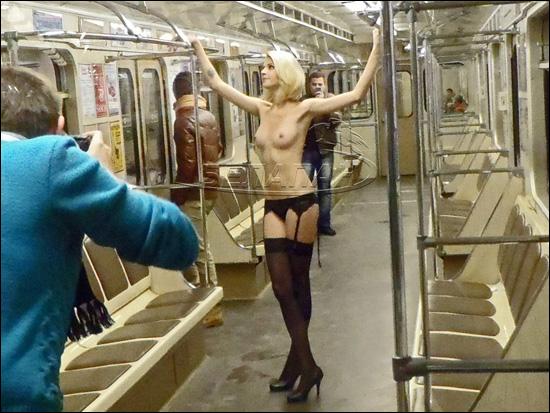 эротика в метро фото