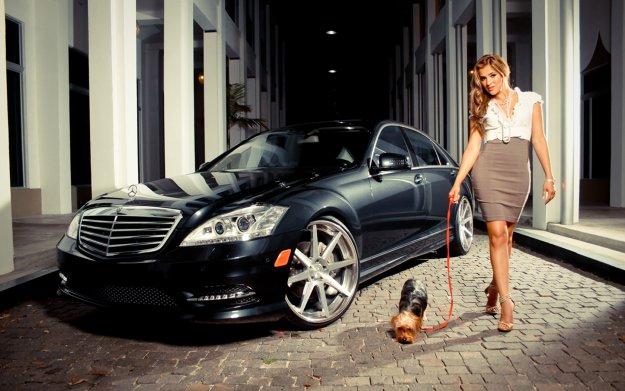 Фото девушки с собачкой.